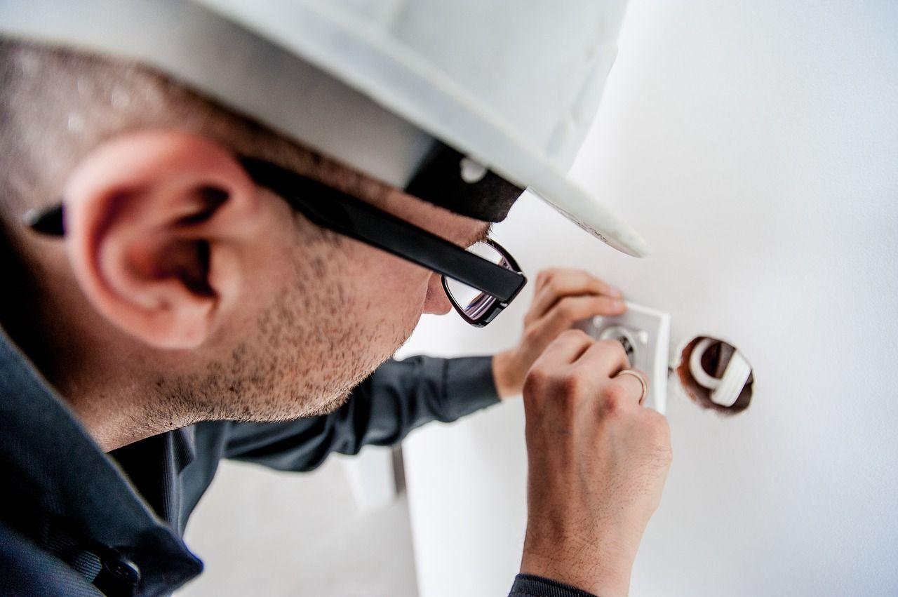 electrician 1080554 1280 - centro especial de empleo 1
